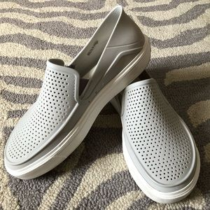 🐊Crocs Roka CitiLane Slip On 9🐊